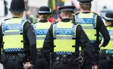 صورة الشرطة البريطانية أعادت فتح طرق وسط لندن بعد إغلاقها للاشتباه في طرد